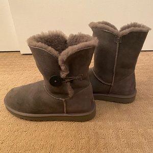 Gray short uggs size 9